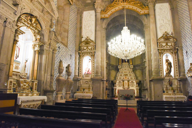 Le faste del'église de la Miséricorde, à Porto.