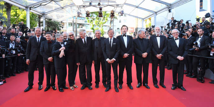Les réalisateurs Laurent Cantet, Cristian Mungiu, Roman Polanski, Jerry Schatzberg,  David Lynch, Claude Lelouch, Bille August, Nanni Moretti, Costa-Gavras, Michael Haneke, Ken Loach, le 23 mai 2017 à Cannes. Entre MM. Schatzberg et Lynch, on trouve la réalisatrice Jane Campion, seule femme lauréate de la Palme d'or.