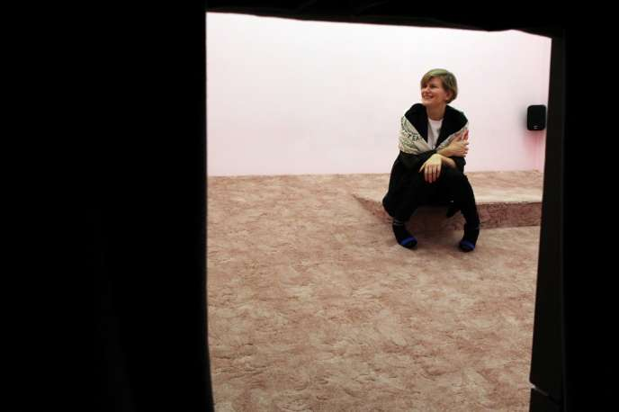 L'artiste Laure Prouvost lors du prestigieux Turner Prize qu'elle a remporté avec son installation « Wantee»,le 2 décembre 2013. Elle représente le pavillon français à la 58e Biennale de Venise.