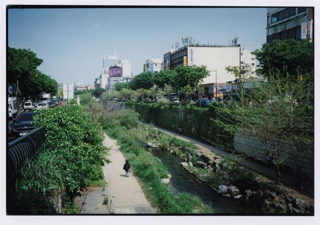 Le canal de Cheonggyecheon, souvent décor de séries télévisées.