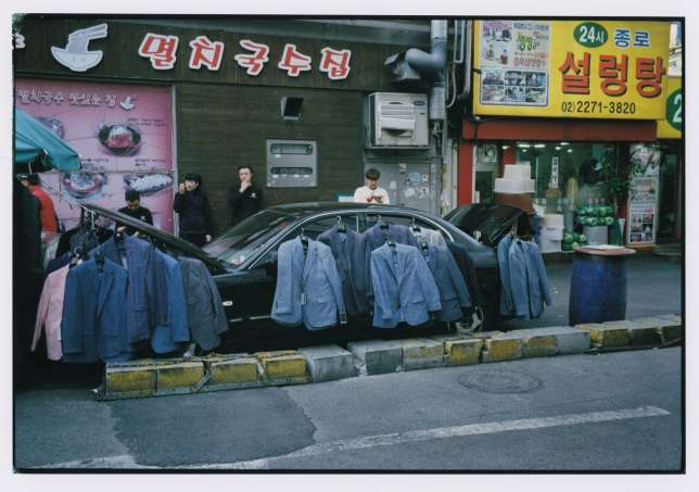 Vendeurde vêtements dans lequartierde Jongno.
