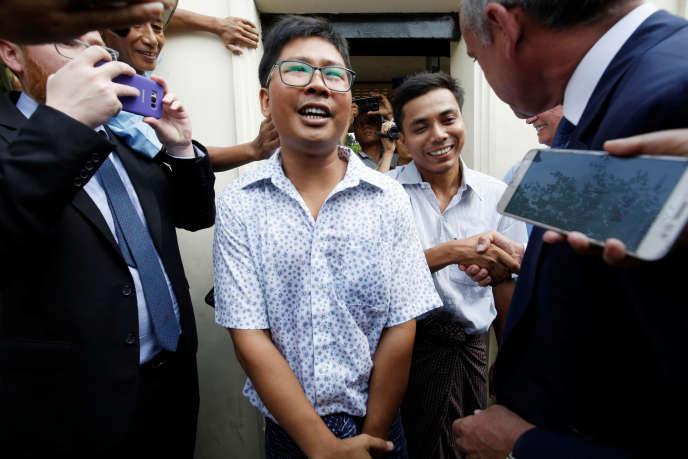 Wa Lone et Kyaw Soe Oo, les deux journalistes de Reuters condamnés à sept ans de prison en Birmanie, ont été libérés mardi 7 mai, selon une vidéo mise en ligne par leur agence.