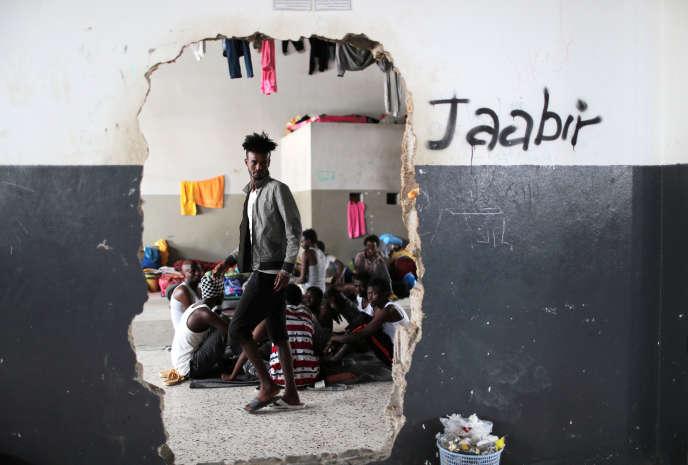 Dans un centre de migrants de Tadjourah, près de Tripoli, le 24 avril.