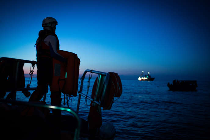 L' «Aquarius»vient en aide à des migrants en mer Méditerranée, le 24 septembre 2018.
