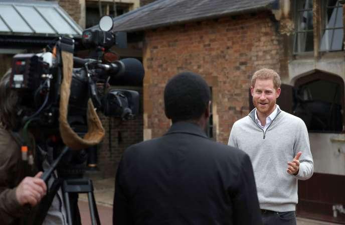 Le prince Harry annonce devant le château de Windsor que sa femme, Meghan Markle, a donné naissance à un petit garçon, le 6 mai.