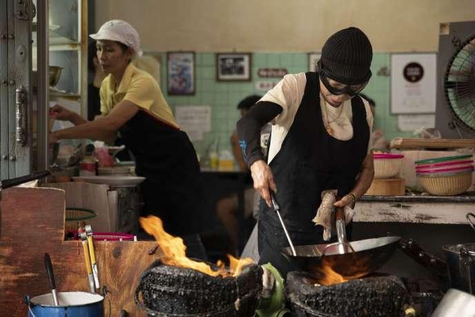 La cuisine de rue de Jay Fai, à Bangkok, a été récompensée d'une étoile au guide Michelin.