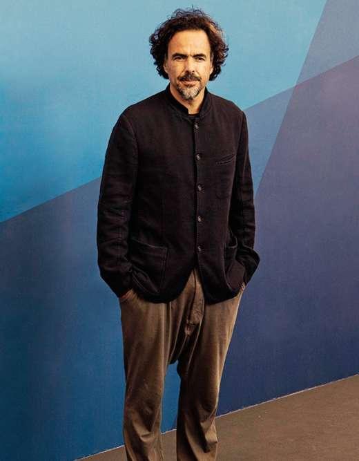 Treize ans plus tard, changement d'ambiance. A la Mostra de Venise, Iñárritu présente son cinquième long-métrage, «Birdman». Et dévoile un nouveau look, composé d'une veste encoton à col Nehru et d'un sarouel en jersey à l'aspect aussi fripé que la face d'un shar-peï. Qu'en penser ? Que «Birdman», aumoins, est très réussi.