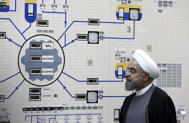 Le président Hassan Rohani visitant la centrale nucléaire de Busher, en janvier 2015.