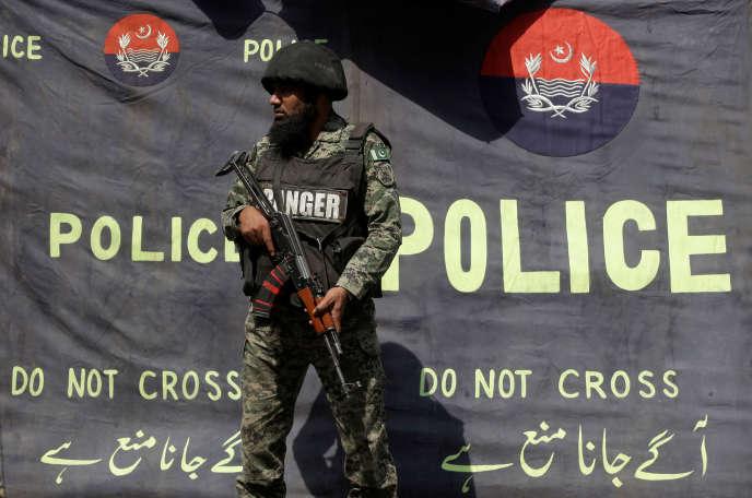 Explosion près d'un sanctuaire soufi, à Lahore, au Pakistan