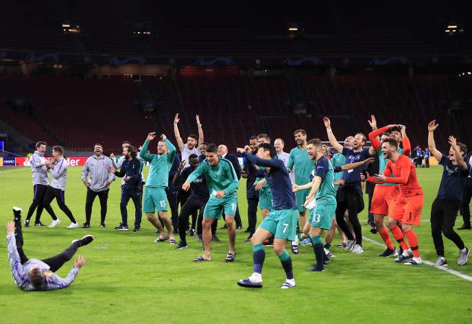 La célébration des joueurs de Tottenham après leur qualification épique pour la finale, à Amsterdam, le 8 mai.