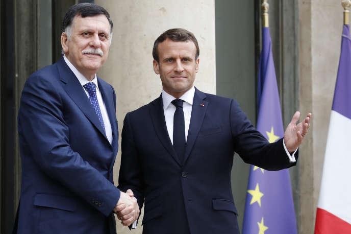 Emmanuel Macron accueille le premier ministre libyen, Faïez Sarraj, à l'Elysée, mercredi 8 mai.