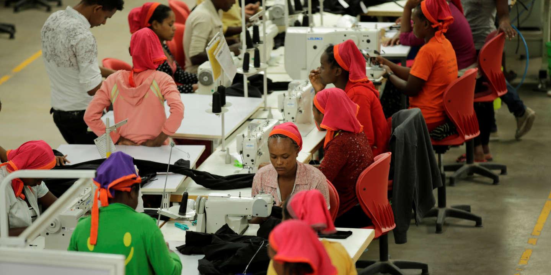 Las pequeñas manos etíopes de H&M o Calvin Klein ganan 23 euros al mes [FRA]