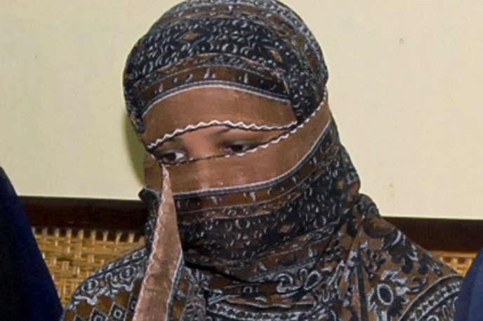 Asia Bibi avait été condamnée à mort pour blasphème en 2010, après avoir été accusée par deux villageoises musulmanes avec qui elle travaillait d'avoir «insulté le prophète» lors d'une querelle autour d'un verre d'eau.