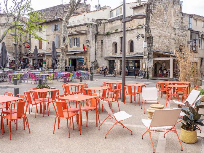 La terrasse de l'hôtel Le Voltaire, à Arles.