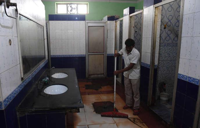 Dans des toilettes publiques de Ghaziabad, dans l'Uttar Pradesh, en novembre 2017.