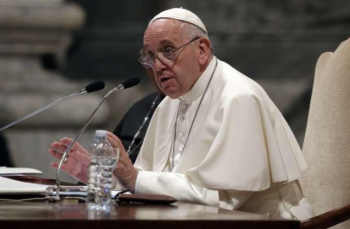 Le pape François, au Vatican, jeudi 9 mai.
