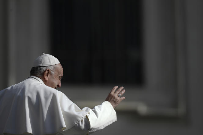 Le pape François sur la place Saint-Pierre le 8 mai.