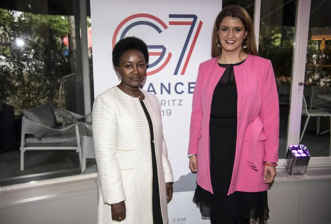 La secrétaire d'Etat chargé de l'égalité entre les femmes et les hommes et de la lutte contre les discriminations, Marlène Schiappa, et la ministre du genre et de la famille rwandaise, Solina Nyirahabimana, le 9 mai 2019 en amont du G7 de Biarritz.