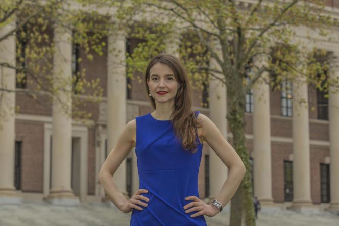 Stefanie Stantcheva sur le campus de l'université Harvard, en mai 2019.