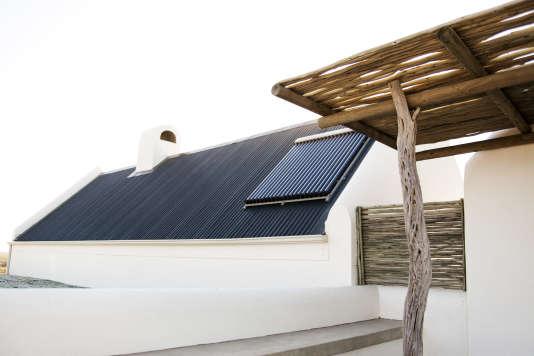 Des panneaux solaires de nouvelles génération sur le toit d'une maison.