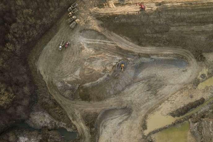 La construction du barrage de Caussade, un lac artificiel de 920 000 mètres cubes, en février.
