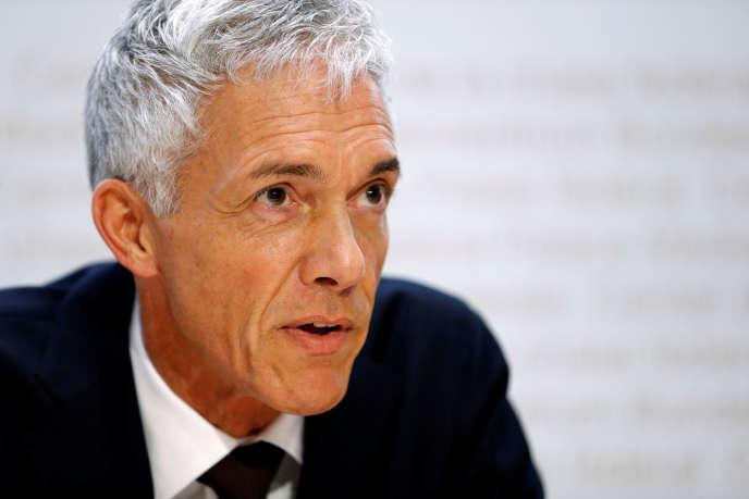 Afin de garantir une « procédure objective et équitable », l'enquête ouverte vendredi 10 mai et visant le procureur général suise, Michael Lauber, sera effectuée par un « expert externe ».