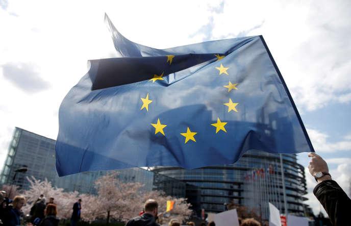 Devant le Parlement européen, à Strasbourg, le 26 mars.