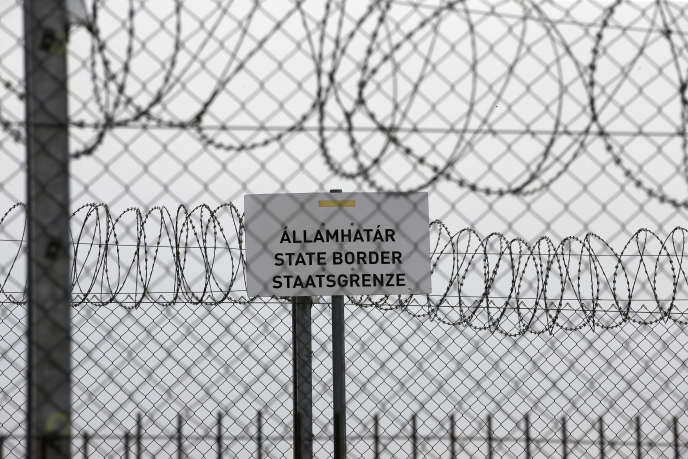 A Asotthalom, à la frontière entre la Serbie et la Hongrie, le 8 avril.