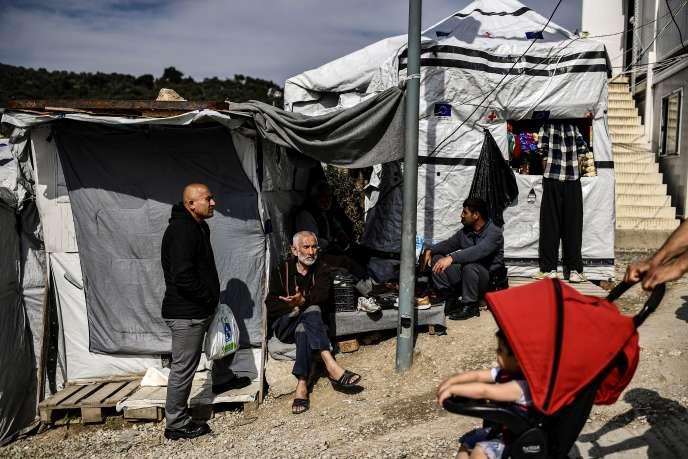 « L'oliveraie », le long du camp de Moria, sur l'île de Lesbos, en mars.