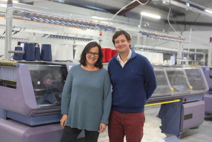 Karine Renouil-Tiberghien, qui dirige la PME, avec son associé, Arnaud de Belabre, dans l'atelier.