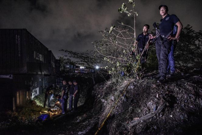 Une opération policière antidrogue, à Manille, en juin 2018.