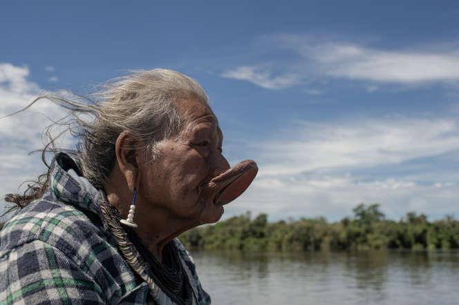Raoni dans son village, à Metuktire, dans le Xingu.