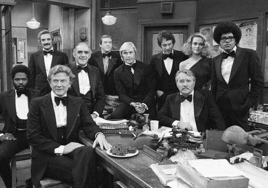 Peggy Lipton et une partie du casting de « The Mob Squad» lors d'une soirée organisée en 1978 à Los Angeles.