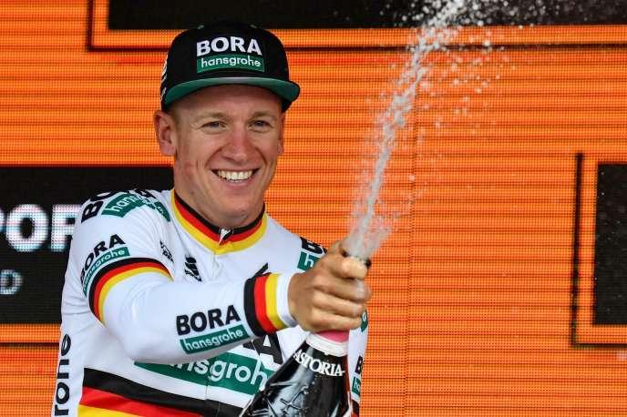 La joie d'Ackermann sur le podium après son premier succès sur le Tour d'Italie, le 12 mai 2019.