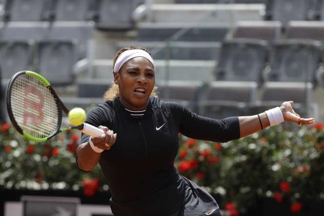 Serena Williams effectue son entrée à Roland-Garros.