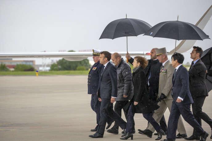 Emmanuel Macron lors de l'arrivéedes ex-otages, à Villacoublay (Yvelines), le 11 mai.