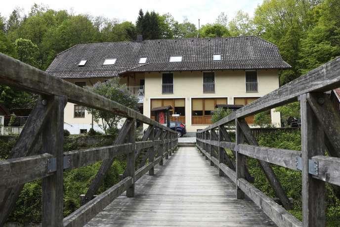 C'est samedi11mai que les trois premiers corps ont été découverts dans une auberge dePassau en Bavière.
