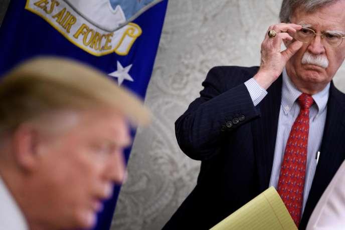 Donald Trump et le chef du Conseil national de sécurité, John Bolton, à la Maison Blanche à Washington, le 13 mai.