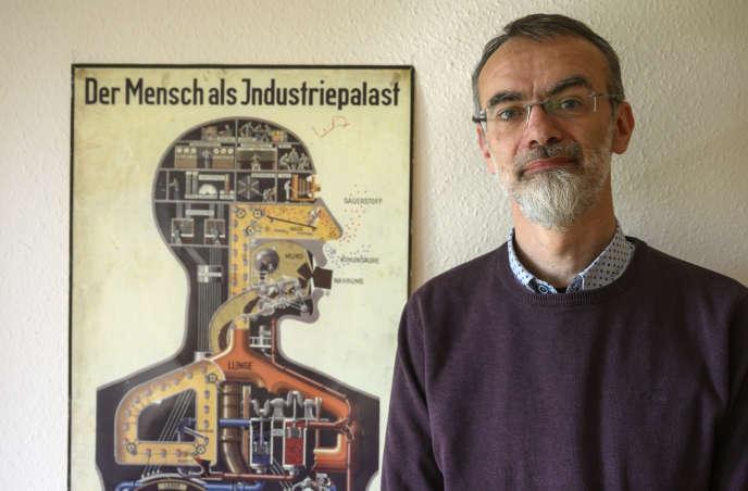 Le professeur Andreas Winkelmann, le 30 avril, à l'école de médecine du Brandebourg.