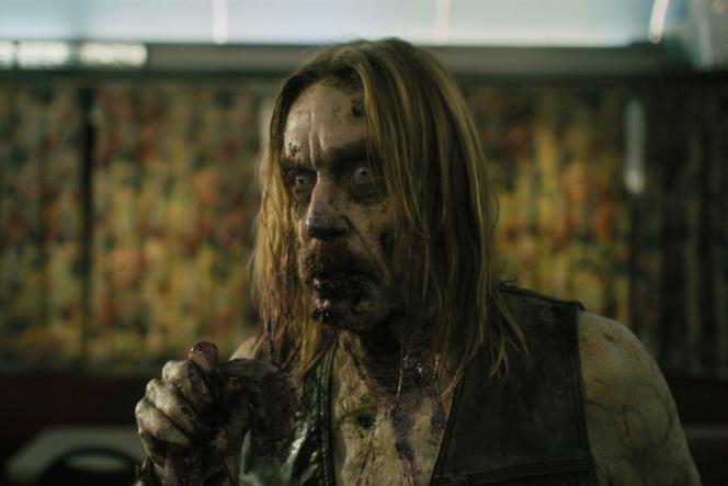 Iggy Pop interprète un zombie.