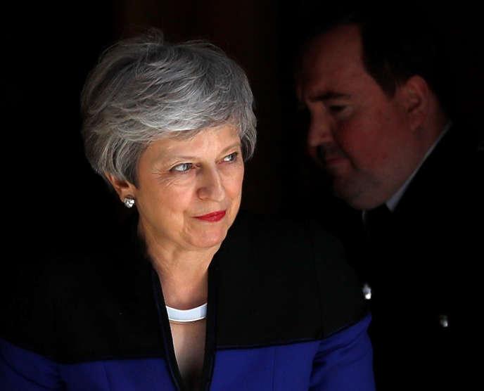 Theresa May, la première ministre britannique, à Downing Street, à Londres, le 14 mai.
