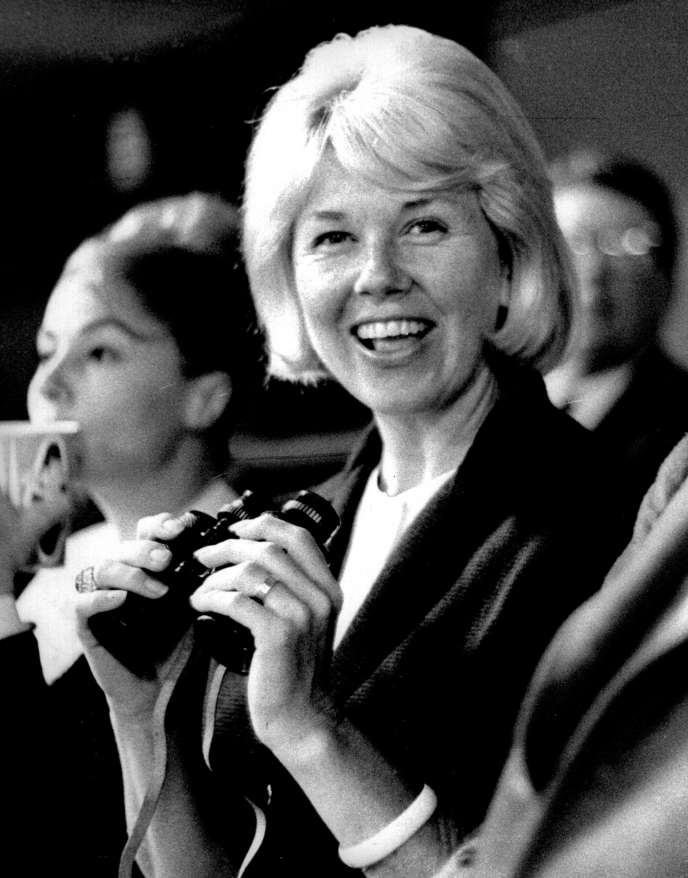 Doris Day en 1962, lors d'un match de baseball à Los Angeles (Californie).
