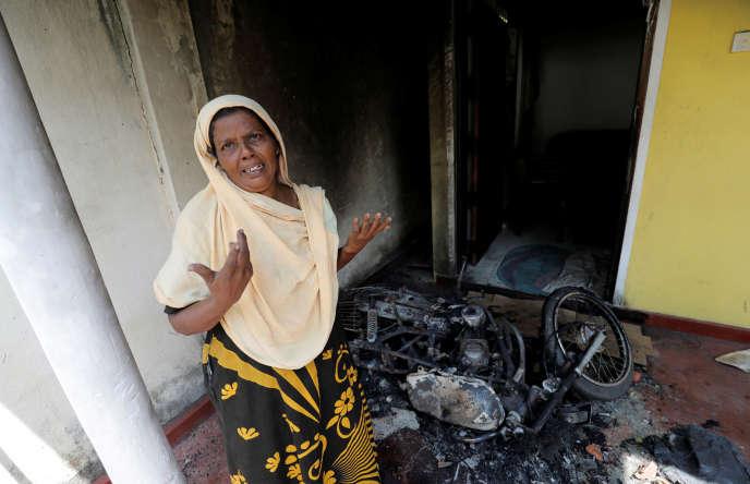 Une femme musulmane en pleurs après l'attaque de sa maison à Kottampitiya, près de Colombo, au Sri Lanka, le 14 mai.