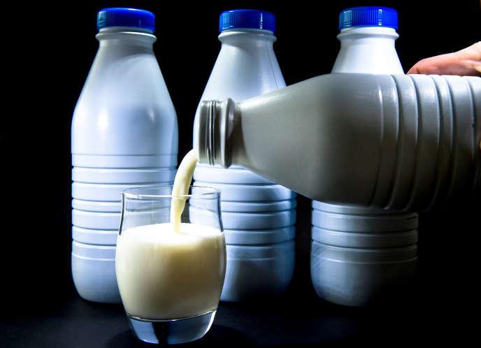 Les Français ont absorbé 2,9 milliards de litres de lait en 2018, dont 2,3 milliards de litres achetés en grande distribution.