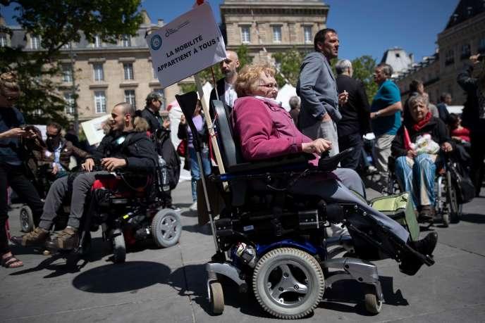 Manifestation des personnes handicapées à Paris, le 14 mai.