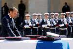 Le président de la République, mardi 14 mai, lors d'une cérémonie aux Invalides en hommages aux militaires tués au Burkina Faso.