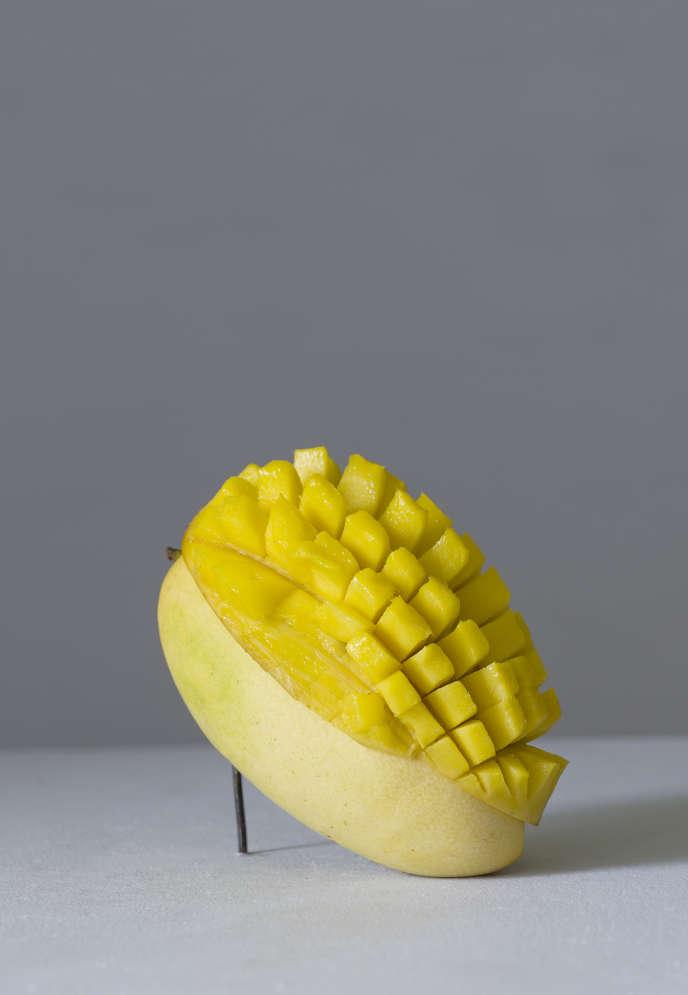 La mangue, découpe en hérisson.