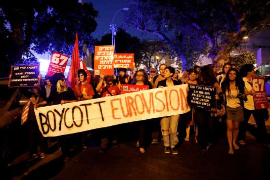 Des manifestants protestent contre la tenue du concours de l'Eurovision en Israël, le 14 mai.