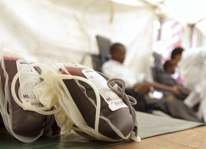 Poches de sang destinée à la transfusion de malades à l'hôpital.