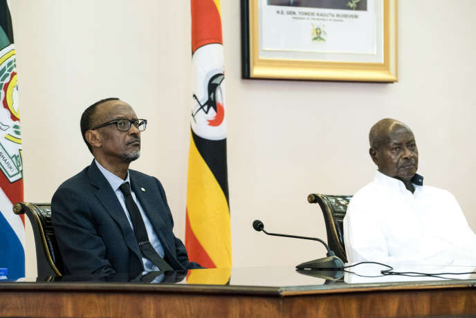 Paul Kagame et Yoweri Museveni lors d'une entrevue des deux chefs d'Etat à Entebbe, en Ouganda, le 25 mars 2018.